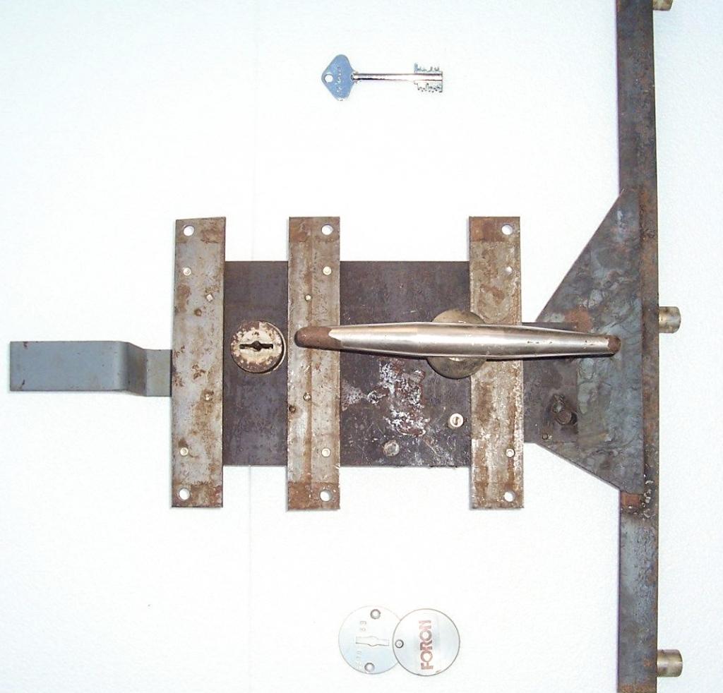 Riegelwerk DDR Tresor mit Griff