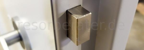Waffenraum Tür mit Bolzen
