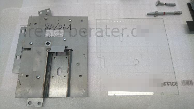 Kompaktriegelwerk mit Glasscheibe