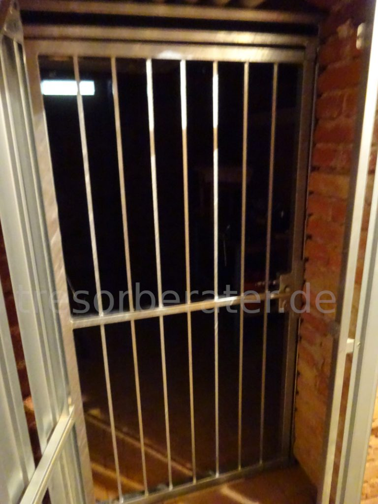 Gittertür Keller Einbruchschutz